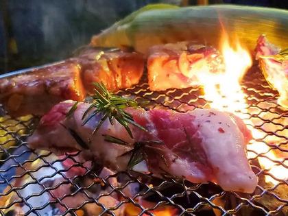 キャンプ飯☆炭火でスペアリブ